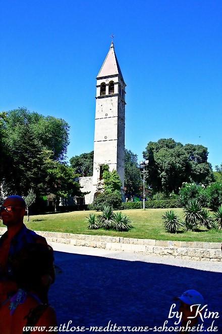 Glockenturm im Park am Goldenen Tor
