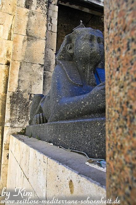 Sphinx am Peristyl