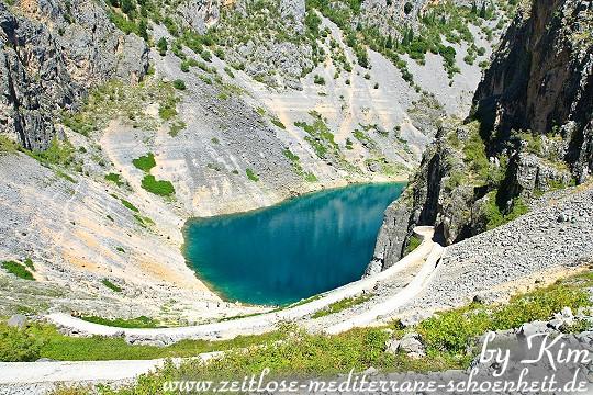 Abstieg in das Innere des Modro Jezero