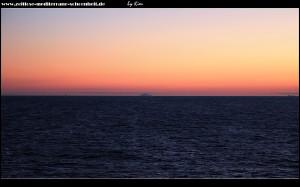 In der Ferne die markante Silhouette der Insel Svetac