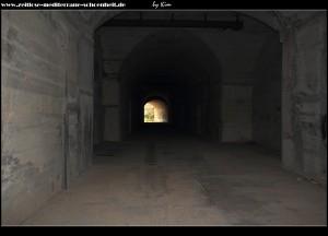 Und nun im echten Horro - die finsteren Tunnel der Raketenbasis