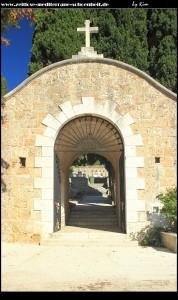 Zugang zum angeschlosenem Friedhof