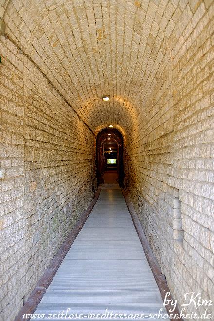 Flur zu den unterirdischen Räumen