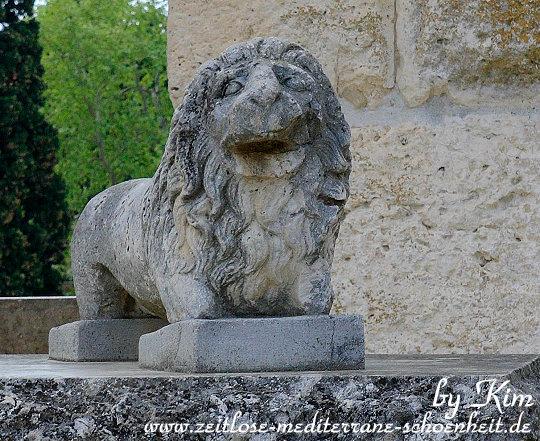 Löwenstatue in der Arena
