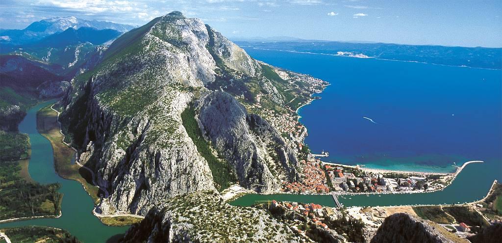 Omis Croatia  city images : Omiš Panorama Zusammenfluss von Fluss, Meer und Berge zum ...