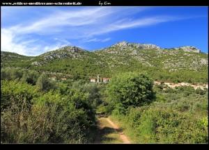 viiiiieeeeell angenehmer - Blick zurück auf Babino Polje und den Velji Grad