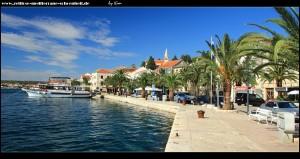 auf der Riva mit ihrer Palmenpracht und den schönen mediterranen Häusern