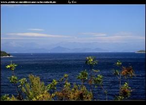 Blick auf die Elafiten und das Festlandgebirge