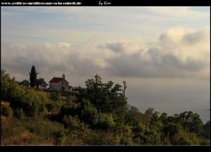 Blick auf die Crkva Ivan Krstitelj vom Dorf aus