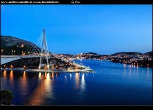 Aussichtsplattform vor der Brücke