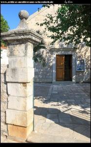 An der Pfarrkirche Sv. Spas mit angeschlossenem Friedhof