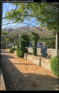 Innerhalb der Marina mit dem Palast Sorkocevic und der wunderschönen Parkanlage