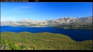Blick auf die Bucht von Slano und seine umgebenden Berge