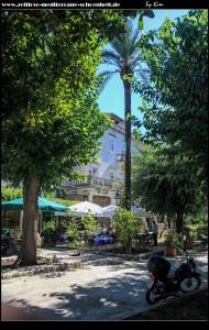 Cafes vor der Villa
