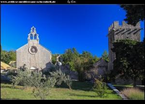 In Pakljena mit seinen Kirchen, dem Kloster und der Festungsanlage