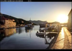 Morgenstimmung am Hafen von Suđurađ