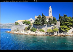 Einfahrt in den Hafen, vorbei am Franziskanerkloster