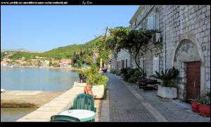 Promenade umgeben von wunderschönen alten Häusern