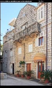 am Hauptplagtz mit dem Hotel Glavovic, sowie Museum samt Brunnen