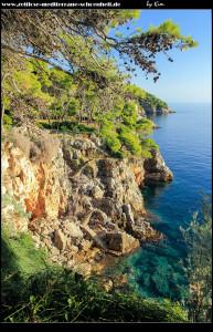 überwältigende Steilküste im Westen Koločeps
