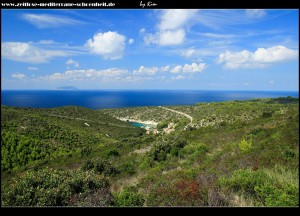 über die unbefestigte Straße über die Insel in Richtung Norden mit Blick auf Porat