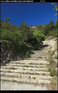 Treppenaufgang zur Tito-Höhle