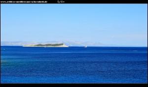 Fußmarsch zur Bucht Zaglav mit Blick auf die Insel Greben und im Hintergrund Hvar