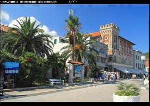 rechts im Bild - Gebäude des kroatischen Heims