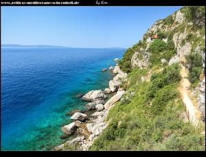 Die südöstliche Steilküste mit Eremitage und der Crkva Prizidnica