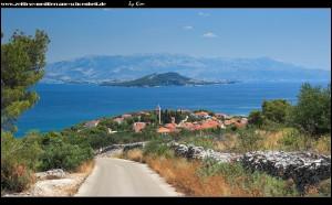 rauf in die Inselberge mit Blick auf Slatine und das Festland