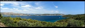Entlang der Saldun-Bucht mit tollen Ausblicken auf Okrug Gornji und die Bucht  Uvala Racetinovac