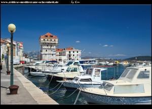 Am Hafen mit dem Kastell und tollen An- und Ausblicken auf Kaštel Novi selbst, sowie Kaštel Štafilić