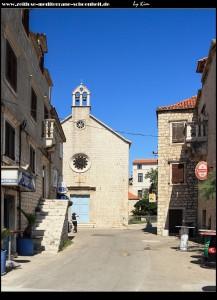 Die Pfarrkirche Sv. Ivan und davor der Palast Cega