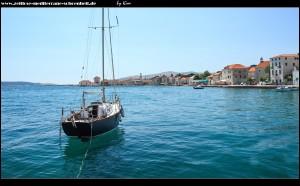 Am Hafen mit tollen Ansichten auf Kaštel Stari und im Hintergrund Kaštel Novi