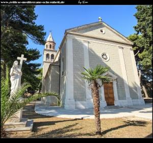 die neue Kirch Sv. Jeronima an der Durchfahrtsstraße