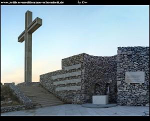 Klis0058_auf dem Weg zum Malačka, mit tollen Fernblick, Denkmal, Kreuz und Kapelle
