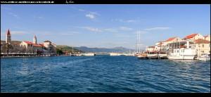 ...mit tollen Aussichten auf Čiovo-Ort und Trogir