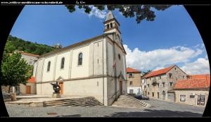 Pfarrkirche Gospa od Ružarije und Statue des fra Grabovac
