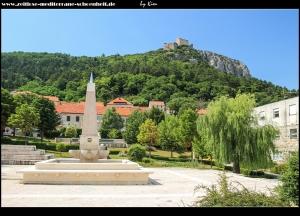 Im Park mit Blick auf die Festung Prozor