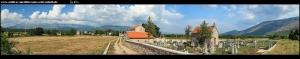 Kirche sv. Arhanđela Mihaila und dahinter gleich eine kleinere Friedhofskapelle