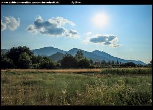 Blick auf das Svilaja-Gebirge und die Burg Travnik