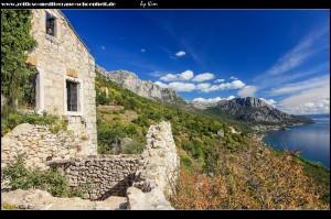 Häuserruinen und sensationeller Bergblick