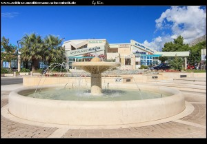 Am zentralen Platz mit Brunnen