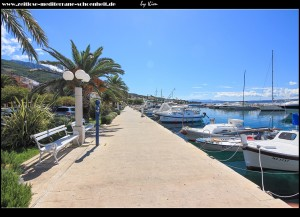 Spaziergang am zentralen Platz und am Hafen entlang