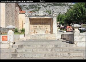 Kirche Sv. Marko und der schöne venezianische Trinkwasserbrunnen