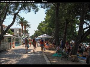 Promenade entlang der Strände mit Touristenbuden im Übermaß