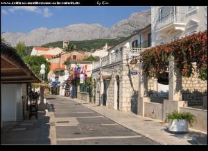 entlang der traumhaften Promenade und den Stränden Podgoras