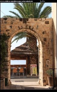 denkmalgeschütztes Eingangsportal der früheren Pension Mrkušić mit Herz-Jesu Kirche