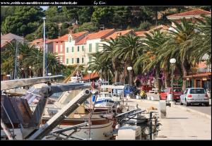 Rund um den Hafen, den Siedlungskern und die Kunststatuen