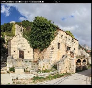 Dorf Vrulja mit Kirche